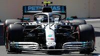Pilot Mercedesu Valtteri Bottas během kvalifikace na Velkou cenu Ázerbájdžánu.