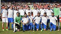 Fotbalové utkání hvězd mezi výběry Kaloudovy jedenáctky v čele s vicemistry světa do 20 let z roku 2007 (na společném snímku) a Dream Teamu Zbrojovky se konalo v Brně.