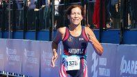 Američanka Nancy Avitabileová se stala v 67 letech světovou šampiónkou v triatlonu.