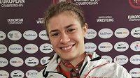Zápasnice Adéla Hanzlíčková získala bronzovou medaili na ME. Z medaile měla pořádnou radost.