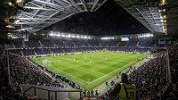 Bratislavský Národný futbalový štadión na Tehelnom poli si odbyl svou premiéru. Slavnostní chvíli pokazily rasistické pokřiky domácího kotle.