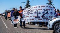 Přátelé, fanoušci i spoluhráči uctili památku zesnulého kanadského hokejisty Colbyho Cavea, který zemřel v sobotu v pouhých pětadvaceti letech.