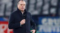 Předseda fotbalového klubu Schalke 04 Clemens Tönnies dočasně odstoupil z funkce.