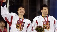 Rostislav Olesz (vlevo) a Jaromír Jágr spolu vybojovali bronz na olympijských hrách v Turíně. Teď budou společně oblékat dres New Jersey Devils.