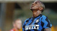 Ashley Young je šestým fotbalistou Interu Milán, u něhož tento týden testy odhalily covid-19.