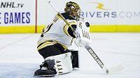 Brankář Bostonu Bruins Jaroslav Halák během utkání s Philadelphií.