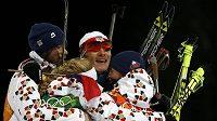 Čeští biatlonisté slaví zisk stříbrné olympijské medaile v závodu smíšených štafet. Zleva Jaroslav Soukup, Gabriela Soukalová, Ondřej Moravec a Veronika Vítková.
