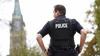 Policista v kanadské Ottawě.