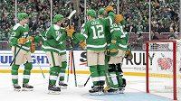 Hokejisté Dallas Stars slaví vítězství v utkání NHL Winter Classic.