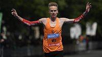 Vít Pavlišta si při Pražském maratonu rekord posunul na 2:16:30 a splnil svazový limit na mistrovství světa.
