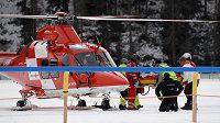 Ošklivým karambolem skončily dostihy na zamrzlém jezeře ve švýcarském St. Moritz. Známý žokej George Baker je v kómatu, do nemocnice jej musel přepravit vrtulník.