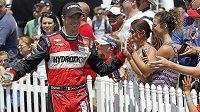 Francouzský pilot Sébastien Bourdais se tři měsíce po hrozivé havárii v Indianapolis nečekaně už tento týden vrátí k závodění.