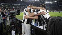 Hráči Juventusu si zahrají s Realem finále pod zataženou střechou.