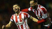 Kapitán Sunderlandu Phil Bardsley (vlevo) slaví gól v anglickém Ligovém poháru.
