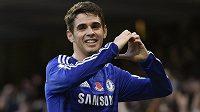 Záložník Oscar se upsal Chelsea na dalších pět let.