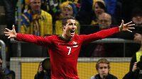 Portugalec Cristiano Ronaldo se raduje z gólu proti Švédsku.