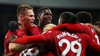 Fotbalisté Manchesteru United se radují z gólu proti Newcastlu.