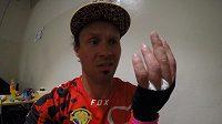 Freestyle motokrosař Libor Podmol závodil i se zlomeninou ruky.
