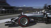 Lewis Hamilton vjíždí na trat v americkém Austinu.
