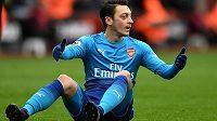Záložník Arsenalu Mesut Özil stále váhá s prodloužením kontraktu v londýnském klubu, chce vydělávat větší peníze.