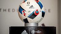 Oficiální míč Beau Jeu pro EURO 2016.