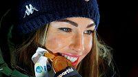 Italská biatlonistka Dorothea Wiererová se zlatou medailí ze stíhačky na MS v Anterselvě.
