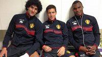 Marouane Fellaini (vlevo) na společné fotce s dalšími belgickými reprezentanty.