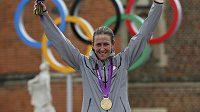 Americká cyklistka Kristin Armstrongová se raduje z vítězství v olympijské časovce.