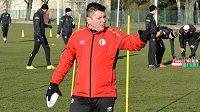 Trenér Slavie Dušan Uhrin během tréninku v Nymburce.