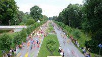 Půlmaratón v Olomouci se běží v podmanivé atmosféře letního podvečera.
