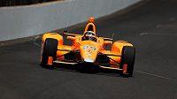 Fernando Alonso během tréninku v Indianapolis.