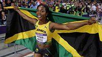 Shelly-Ann Fraserová-Pryceová oslavuje triumf na stovce žen. Jamajské sprinterce se podařilo obhájit zlato z Pekingu.