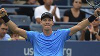 Tomáš Berdych se raduje z postupu do čtvrtfinále US Open.