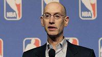 Komisionář NBA Adam Silver.