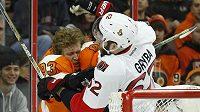 Jakub Voráček vládne produktivitě NHL, ale s protihráči se nemaže - tvrdost českého hokejisty naposledy poznal Eric Gryba z Ottawy.