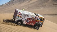 Aleš Loprais v dunách pouště Atacama.