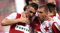 Slávista Martin Juhar (vpravo) gratuluje Jaromíru Zmrhalovi k jeho gólu proti Liberci.