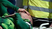 Zraněný David Limberský byl z hřiště v Mladé Boleslavi odvezen do nemocnice.