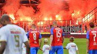 Fanoušci Antverp vytvořili v Plzni od začátku zápasu bouřlivou atmosféru. Na jeho konci pak také mohli slavit postup.