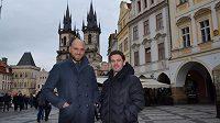 Martin Latka (vlevo) a Karol Kisel v centru Prahy.