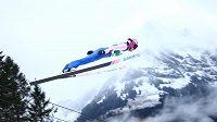 Skokan na lyžích Roman Koudelka při SP v Engelbergu.