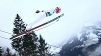 Skokan na lyžích Filip Sakala při SP v Engelbergu.