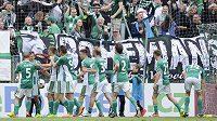 Hráči Bohemians se radují z druhého gólu proti Karviné.