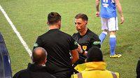 Zraněného lajnového rozhodčího ve skotské League One nahradil muž, který byl na zápase v roli diváka.
