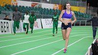 Česká běžkyně Kristiina Mäki si během úvodního tréninku vyzkoušela zelený ovál Oregon Convention Centra v Portlandu.
