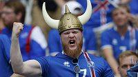 Islandští fanoušci zatím na ME prožívají euforii. Podaří se dnes fotbalistům ze země gejzírů šokovat favorita?