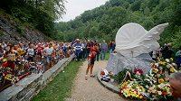 Fabio Casartelli má na trase Tour pomník a předchozí i současná generace cyklistů na něj vzpomínají.
