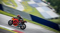 Lyžař Marcel Hirscher si vyzkoušel jízdu na motocyklu MotoGP.