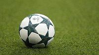 Míč před zápasem Ligy mistrů Manchester City - Mönchengladbach.