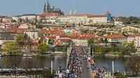 Praha běžcům nabízí krásné výhledy.